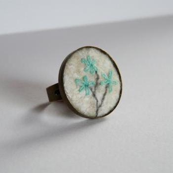 Felt brass embroidery ring White turquoise flowers Antique bronze jewelry Ring